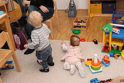 Kleinkind und Baby beim Offenen Treff für Alleinerziehende im Haus Dorothee