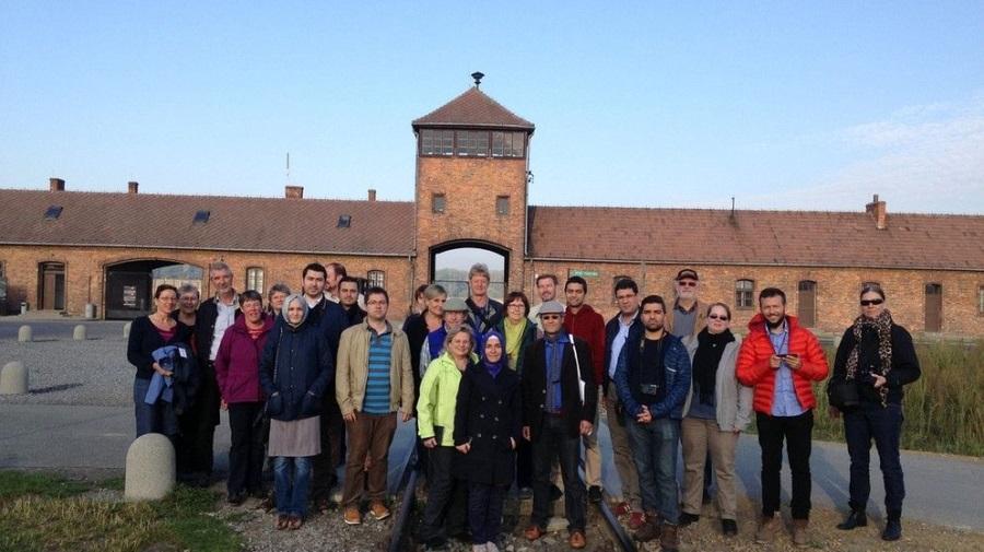 Muslime und Christen besuchen gemeinsam das KZ in Ausschwitz