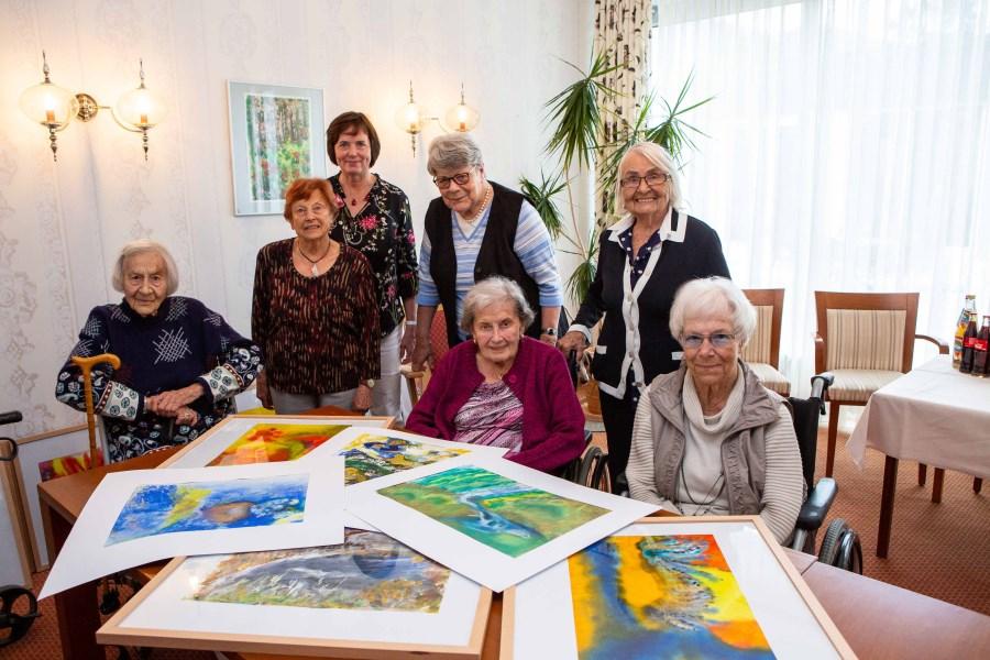 Gruppenfoto zeigt von links nach rechts: Ingrid Shilling, Erika Friedrich, Angelika Stauber, Gertrud Hoffmann, Theresia Neuber, Gerda Döring und Doris Engel.