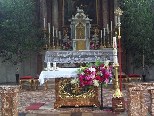 Kirche an Fronleichnam