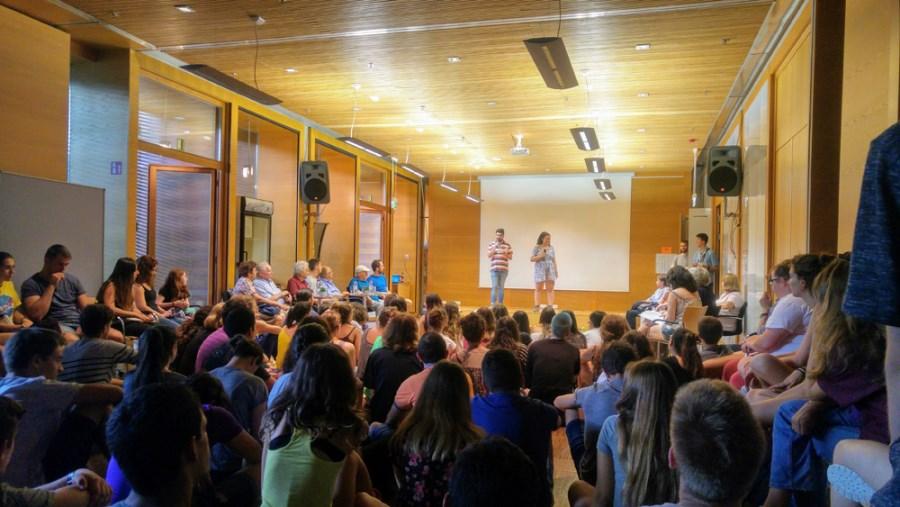 Veranstaltung mit jungen Menschen bei der Internationalen Jugendbegegnung Dachau