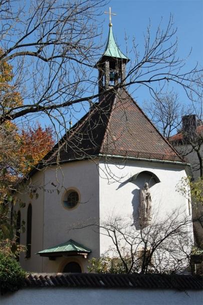 Winthirkirche Außenansicht Herbst