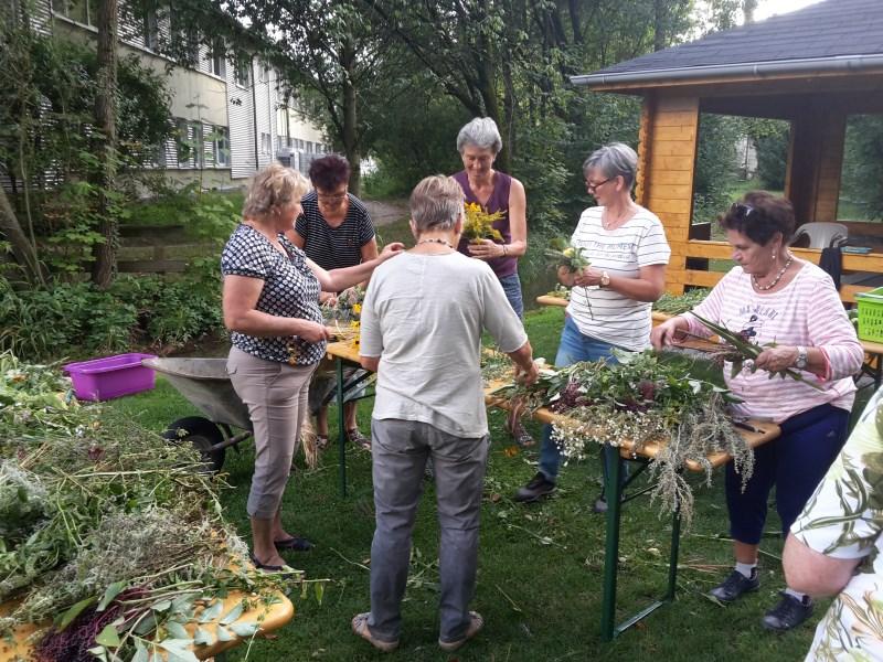 2018 Kräuterbuschen binden