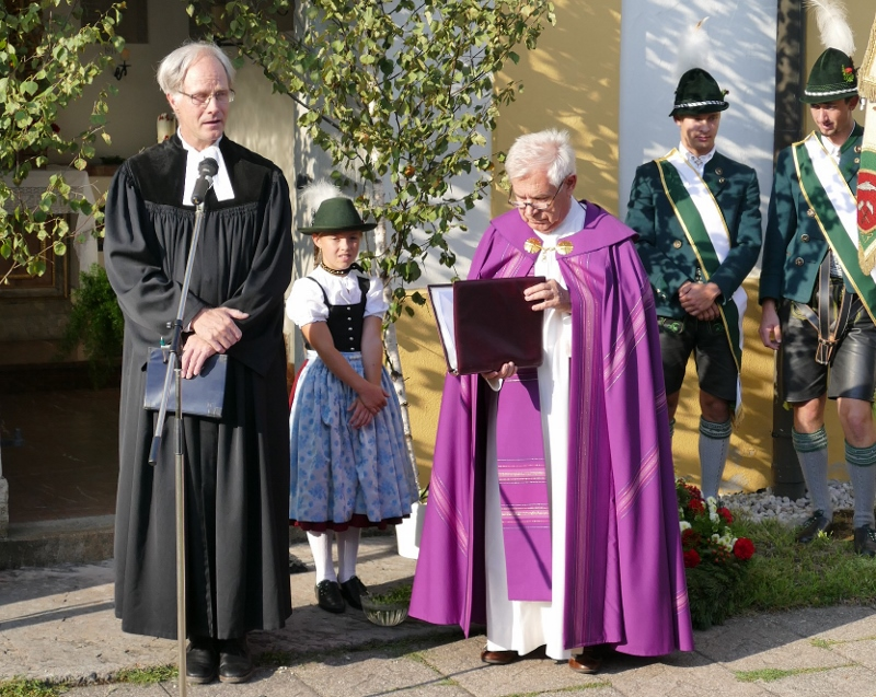 Trachtenfest Geistlichkeit