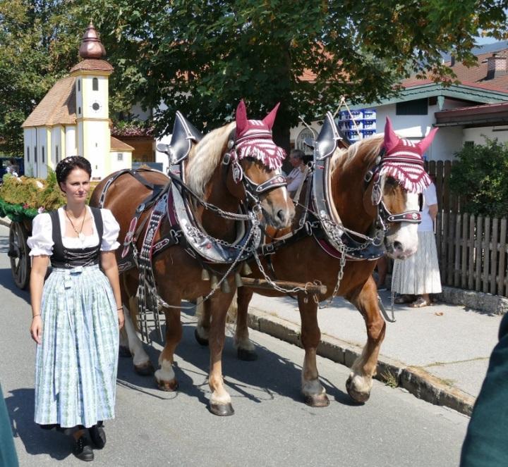 Trachtenfest Kirchenwagen
