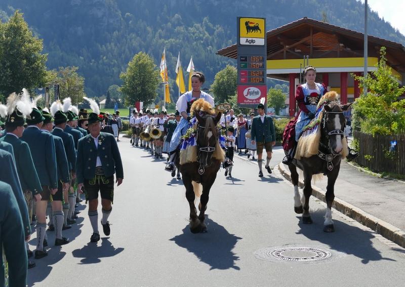 Trachtenfest Anfang Pferd