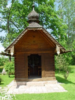 Kapelle aus Holz von außen