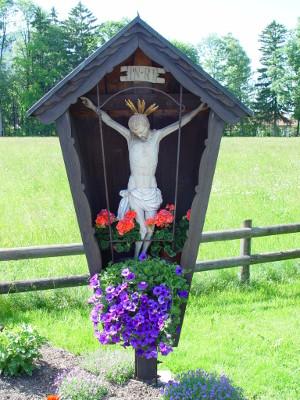Feldkreuz mit gekreuzigtem Jesus
