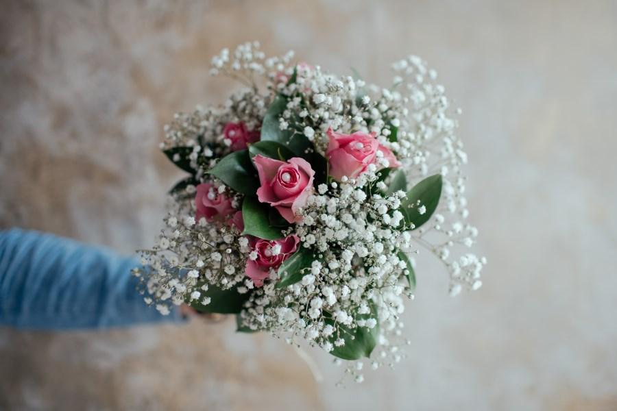 brautstrauss pinke rosen schleierkraut