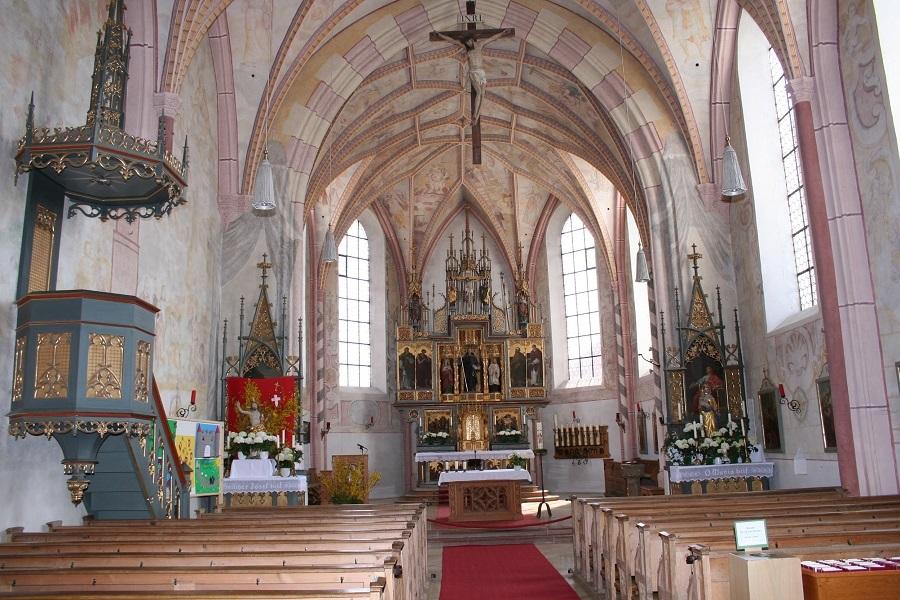 Innenraum der Kirche St. Leonhard am Wonneberg
