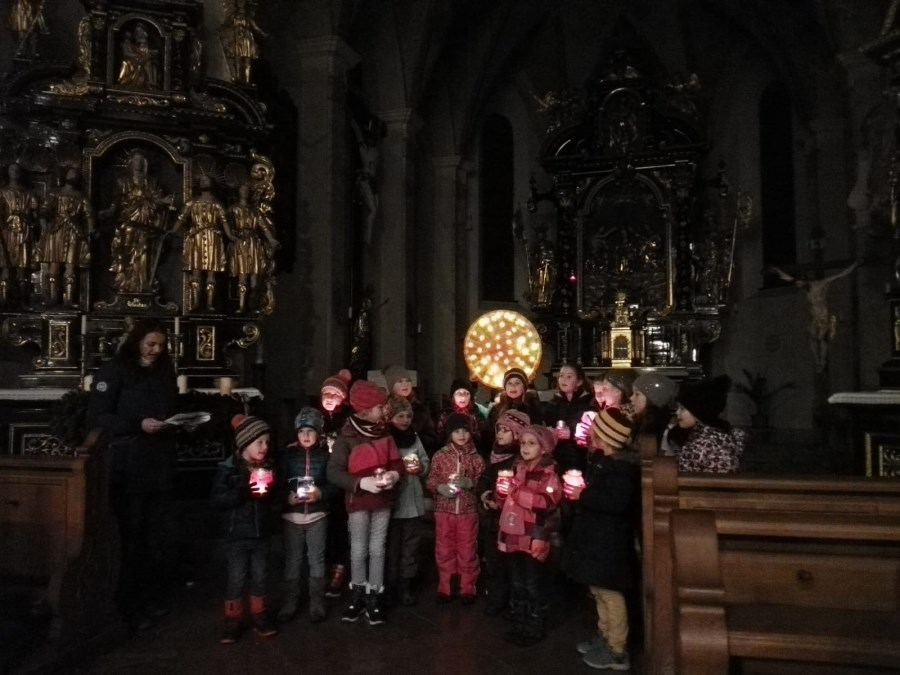 Adventsfenster Kinderchor