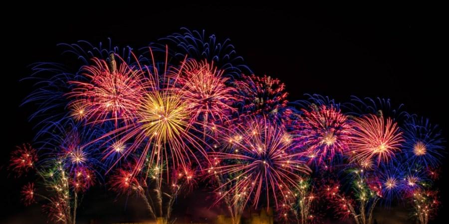 buntes großes Feuerwerk