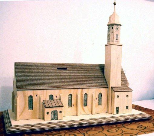 Kirche-Holzmodell als Spendenbüchse