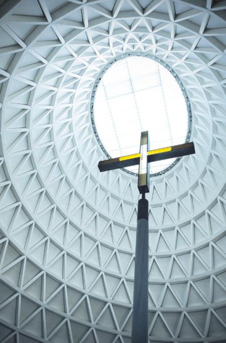 Blick in die Kuppel mit Kreuz