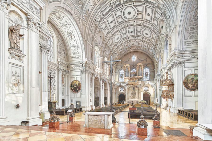 Blick in den Kirchenhauptraum