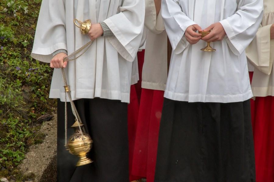 Ministranten mit Weihrauch