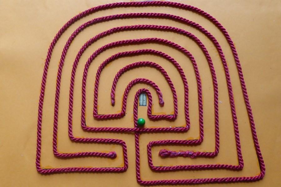 labyrinth aus kordel