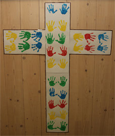 Kreuz Kinderhände