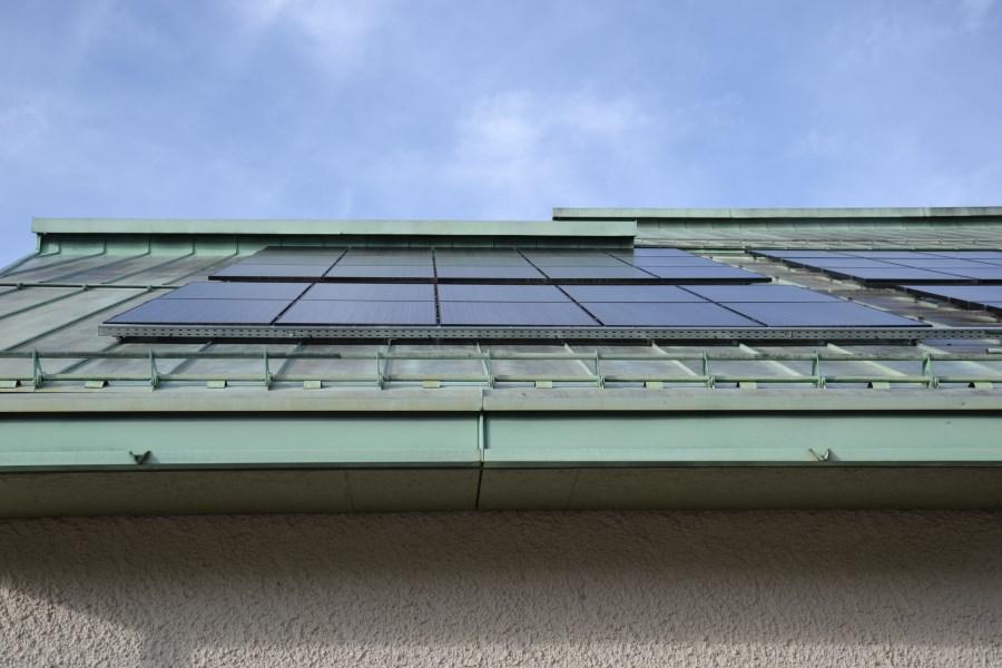 Solarpanele auf dem Kirchendach von St. Bonifatius Haar