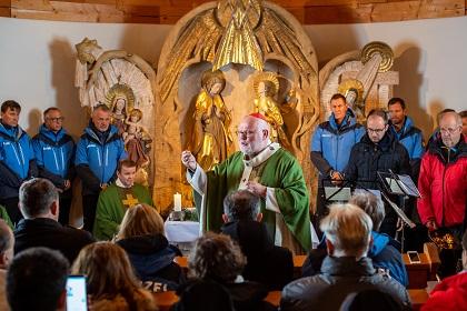 Kardinal Marx spricht in Kapelle