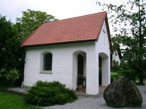 Kapelle in Niedermoosen von außen