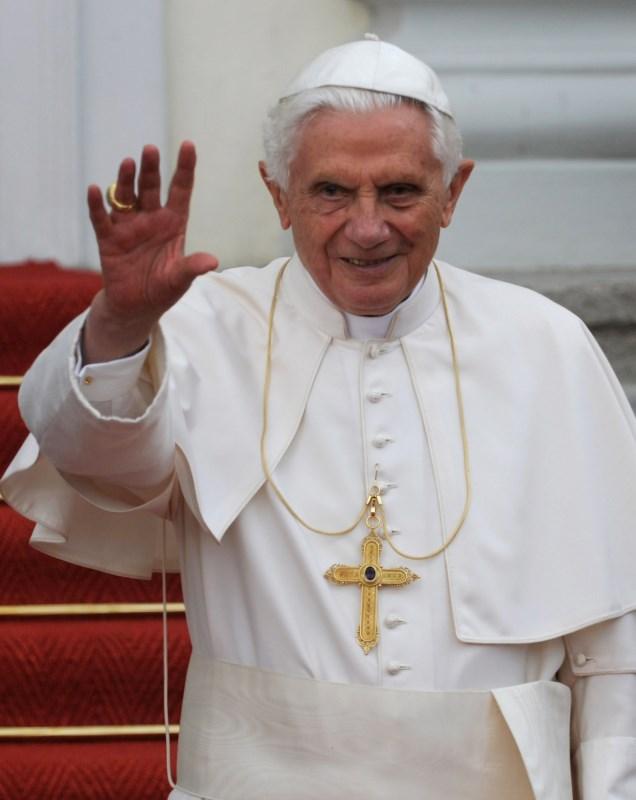 Papst Benedikt XVI. verlässt Schloß Bellevue am 22.9.2011 in Begleitung von Bundespräsident Christian Wulff.