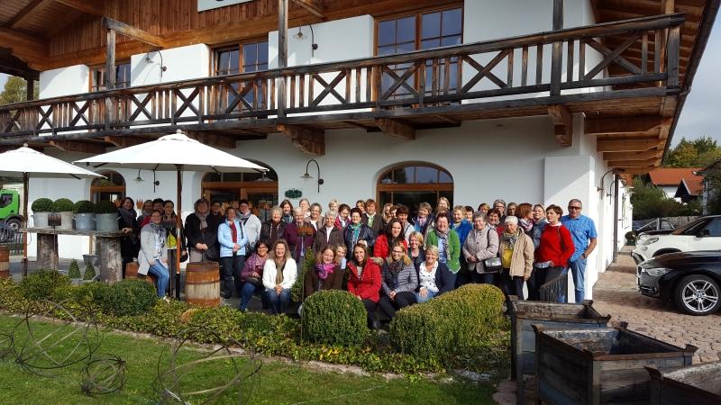 Gruppenbild der Frauengemeinschaft bei einem Ausflug
