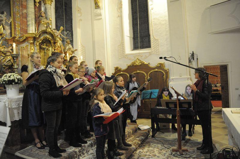 Der Jugendchor Hirnsberg bei einem Auftritt