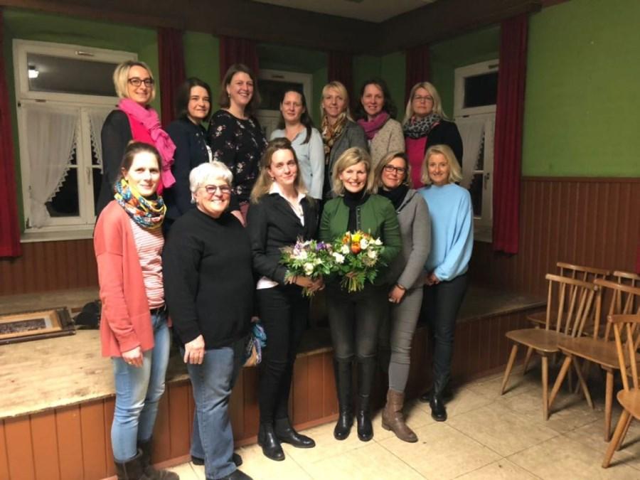 Gruppenbild der Vorstandschaft des Frauen- und Müttervereins Riedering