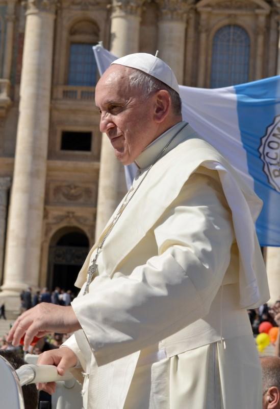Papst Franziskus im Papa-Mobil
