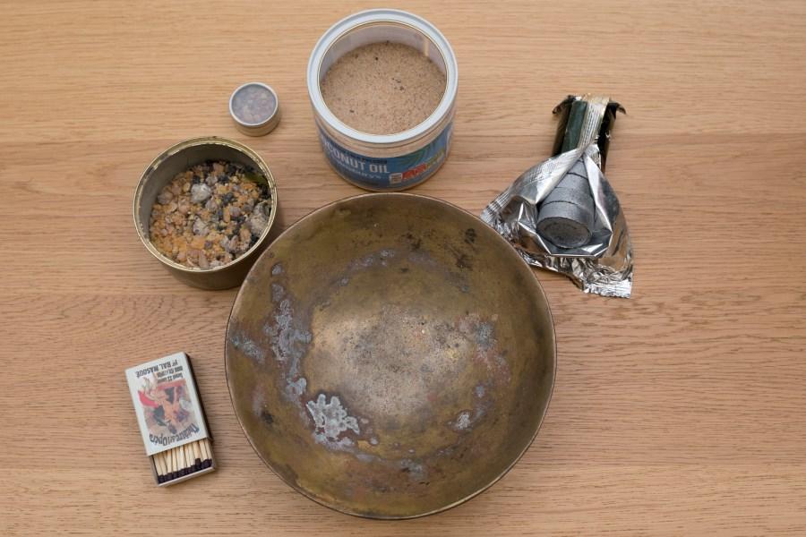 Material zum Räuchern, feuerfeste Schale, Sand, Weihrauch, Kohle, Zündhölzer