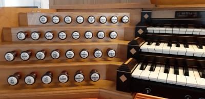 Orgel Spieltisch links