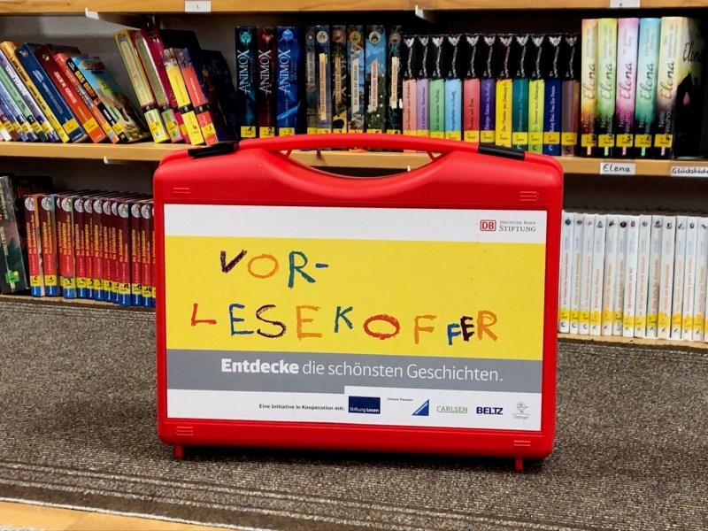 Der DB-Lesekoffer kam in der Bücherei Isen gleich mehrfach zum Einsatz.