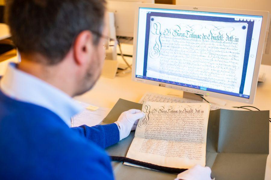 Dr. Götz im Archiv des Erzbistums München und Freising