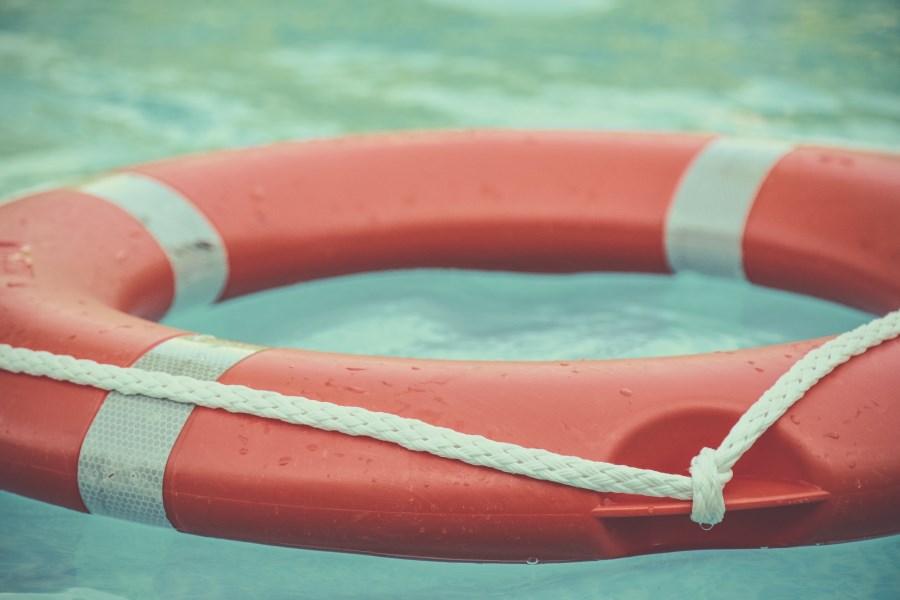 Rettungsring auf Wasser