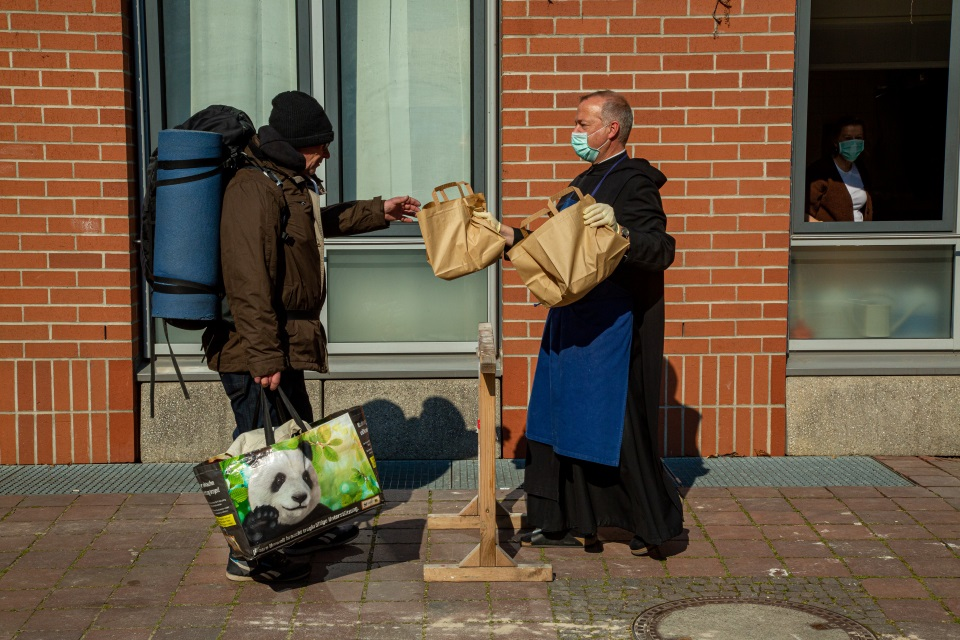 Obdachlosenhilfe in St. Bonifaz München in Corona-Zeiten