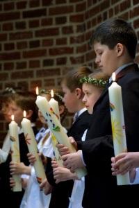 Kinder mit Kerzen