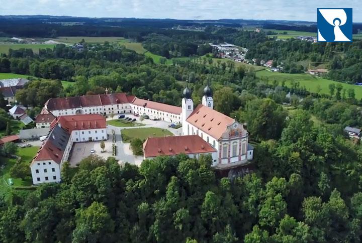 Luftbild Stiftskirche St. Margareta Baumburg Altenmarkt