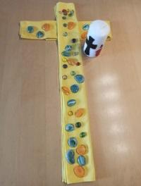 Kreuz mit Kerze