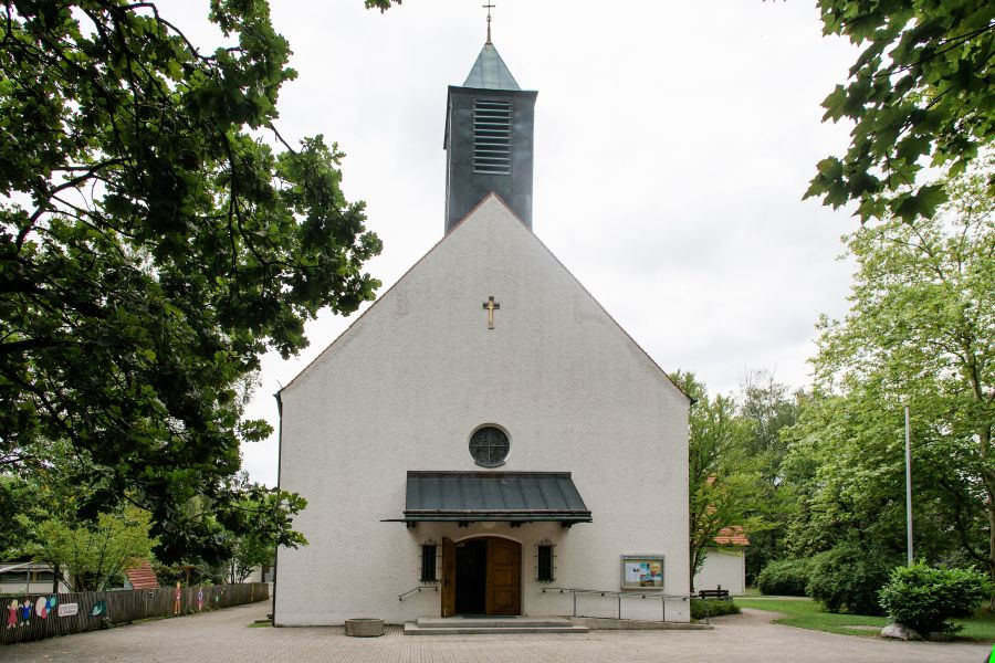 St. Johannes Evangelist entzerrt