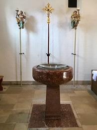 Taufkapelle Pfarrkirche Taufstein klein