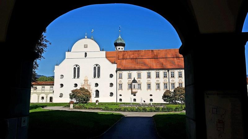 kloster benediktbeuern torbogen