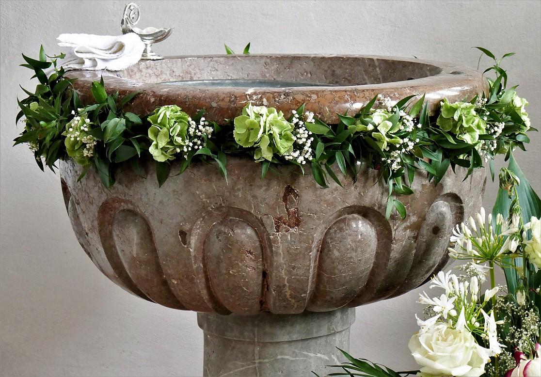 baptismal-font-2554096_by_roall_cc0-gemeinfrei_pixabay_pfarrbriefservice-1116x778