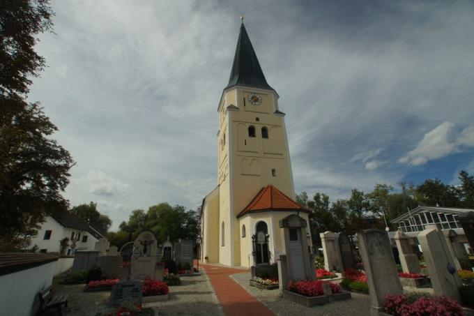 Außenansicht Pfarrkirche St.Johannes d.T., Taufkirchen bei München