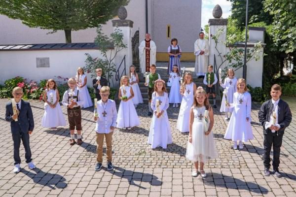Gruppenfoto Surheim Erstkommunion 2020