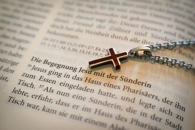 Bibel_Kreuz_Beichte