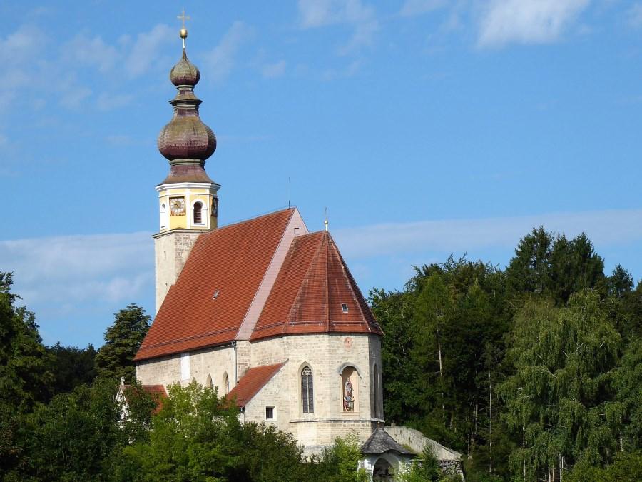 Wallfahrtskirche Mariae Himmelfahrt in Burg bei Tengling