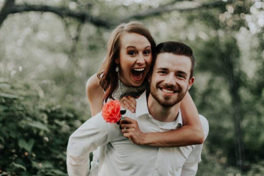 Paar, in Vorfreude auf Hochzeit