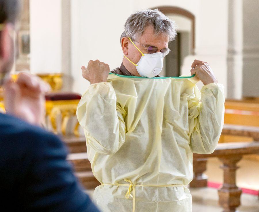 Nötige Schutzmaßnahmen, um auch während der Corona Pandemie als Krankenhausseelsorger für die Patienten da sein zu können