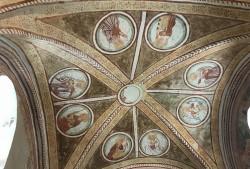Decke einer Kirche, mit Ornamenten